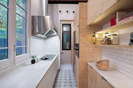 Vivienda bajos Madrazo: Cocinas de estilo moderno de MIRIAM CASTELLS STUDIO