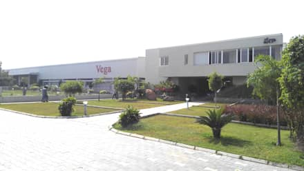 Vega Conveyors and Automation Ltd.:  Office buildings by iammies Landscapes