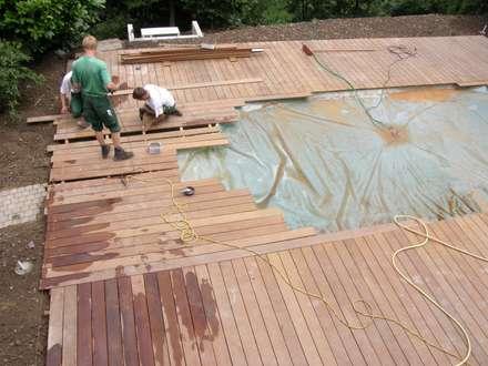 Terrassenarbeiten um den Pool herum: mediterraner Garten von Hesselbach GmbH