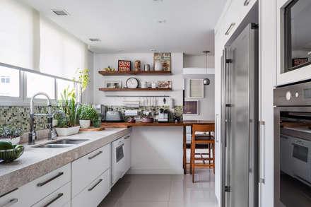 Apartamento Tutóia: Cozinhas modernas por Alvorada Arquitetos