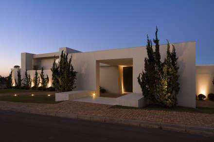 Casa no Morro do Chapéu: Casas modernas por Lanza Arquitetos