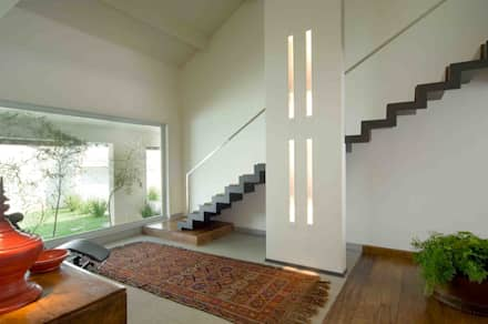 Casa na Pampulha 1- Reforma de casa existente: Corredores, halls e escadas modernos por Lanza Arquitetos