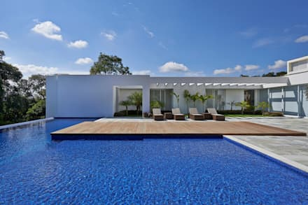 modern Pool by Lanza Arquitetos