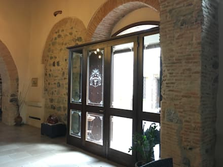Porta Finestra d'ingresso: Finestre in stile  di Ma.Gi.Ca. di Giovanni Mazza