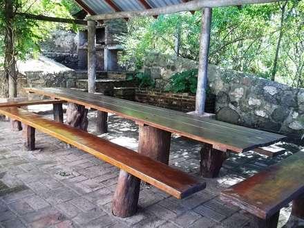 quincho: Jardines de estilo clásico por Liliana almada Propiedades