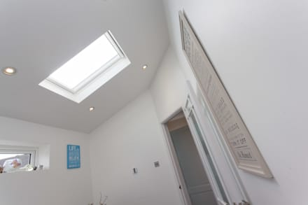 Stonechat close: modern Bathroom by Hampshire Design Consultancy Ltd.