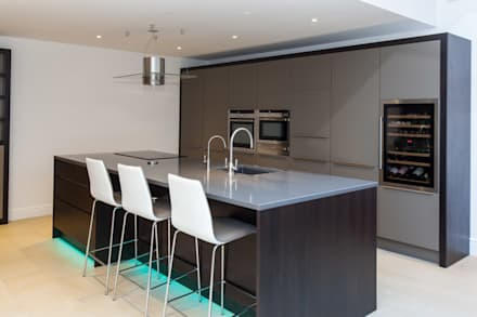 Toops Barn: modern Kitchen by Hampshire Design Consultancy Ltd.