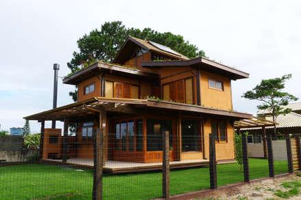 Casas de estilo  por Baixo Impacto Arquitetura Ltda.