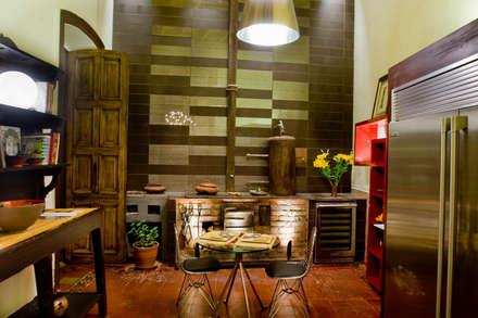 Casacor 2009: Cocinas de estilo ecléctico por Carughi Studio