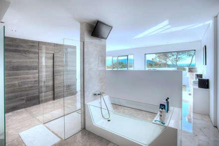 Casa del Agua: Baños de estilo minimalista de MG&AG.ARQUITECTOS