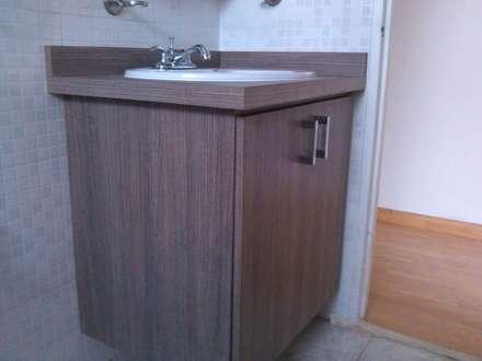 Muebles de Baños en laminado Grainwood: Baños de estilo  por Artesanía Ceramica y Madera