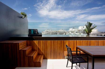 COBERTURA DA _ Barra da Tijuca: Piscinas modernas por Studio Eloy e Freitas Arquitetura e Interiores