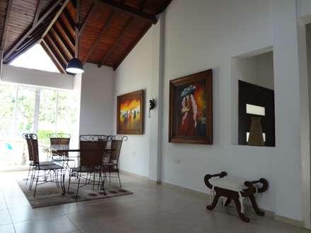 Comedor: Comedores de estilo rural por John Robles Arquitectos