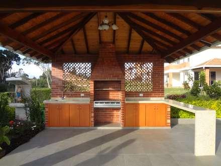 Zona social casa 41: Casas de estilo moderno por John Robles Arquitectos