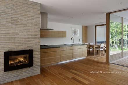 キッチン~038那須Fさんの家: atelier137 ARCHITECTURAL DESIGN OFFICEが手掛けたキッチンです。