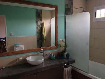Baño en Aqua: Baños de estilo moderno por Arq Andrea Mei