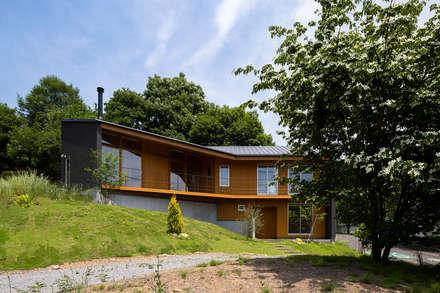 喜連川・傾斜地の家: 中山大輔建築設計事務所/Nakayama Architectsが手掛けた家です。
