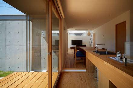 山里のいえ: toki Architect design officeが手掛けたキッチンです。