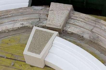 Riproduzione fedele delle decorazioni architettoniche: Scuole in stile  di Eleni Decor