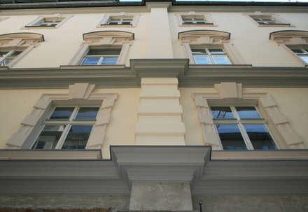 Marcapiano dopo l'intervento di ricostruzione: Musei in stile  di Eleni Decor