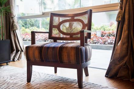 Detalle de mobilario: Salas / recibidores de estilo ecléctico por Carughi Studio