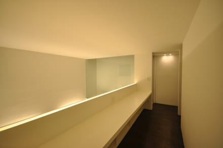 MESR-HOUSE: 門一級建築士事務所が手掛けた書斎です。