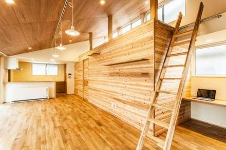 千島の家: 浅野翼建築設計室が手掛けたリビングです。