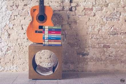 Portariviste CubO': Sala multimediale in stile  di POTlab