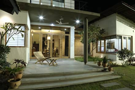 Kasliwal bungalows:  Terrace by 4th axis design studio