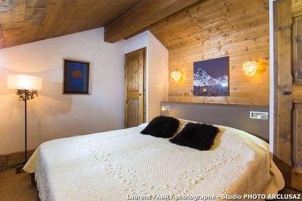 Chalet de montagne à Méribel, Alpes, Savoie: Chambre de style de stile Rural par Studio PHOTO ARCLUSAZ