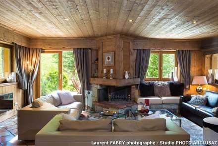 Chalet de montagne à Méribel, Alpes, Savoie: Salon de style de stile Rural par Studio PHOTO ARCLUSAZ