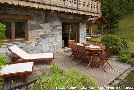 Chalet de montagne à Méribel, Alpes, Savoie: Jardin de style de stile Rural par Studio PHOTO ARCLUSAZ