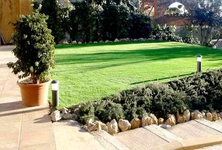 cesped artificial barcelona: Jardines de estilo clásico de ecojardí