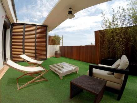 Ático en el eixample de Barcelona: Terrazas de estilo  de ecojardí