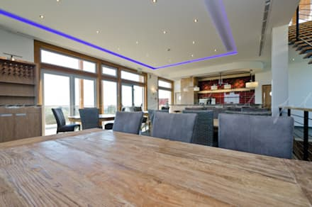 The New Club House - Espiche Golf Club: Bares e clubes  por Simple Taste Interiors