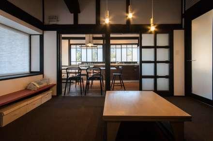 美山のK邸改修: Kawakatsu Designが手掛けたダイニングです。