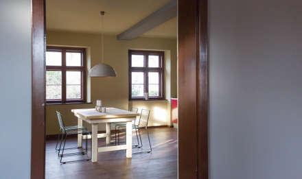 Privatwohnung Potsdam: rustikale Küche von woodboom