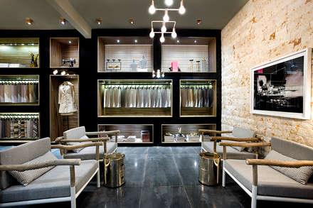 Offices & stores by TOLENTINO ARQUITETURA E INTERIORES