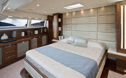 YACHT - San Lorenzo 92 18: Yacht & Jet in stile in stile Moderno di Mondial Marmi SRL