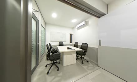 Meeting Rooms:  Office buildings by Designink Architecture and Interiors