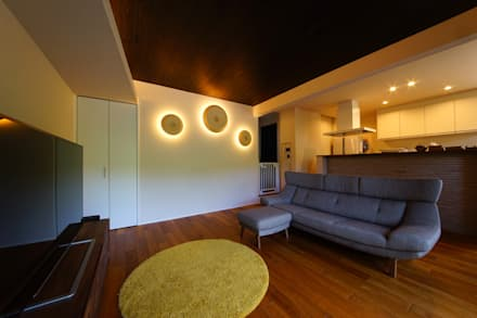 リビング照明: SQOOL一級建築士事務所が手掛けたリビングです。
