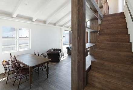 青梅のガレージハウス: Kawakatsu Designが手掛けた玄関/廊下/階段です。