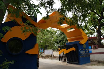 fish federation's entrance gate:  Windows by Vinyaasa Architecture & Design