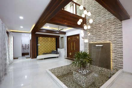 Dr Rafique Mawani's Residence:  Corridor & hallway by M B M architects