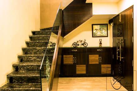 A Duplex Apartment, Raipur: modern Corridor, hallway & stairs by Esha Garg : Interior Designer