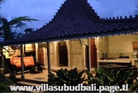 vila ecologica en Bali: Hoteles de estilo  de Ale debali study