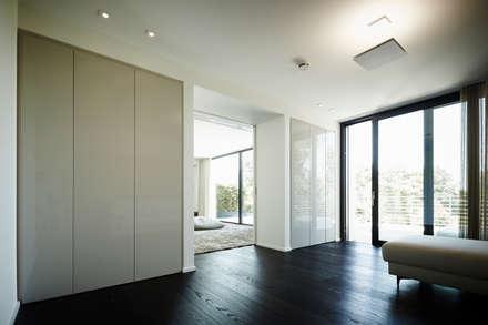 appartment 2 moderne wohnzimmer von bauer schranksysteme gmbh