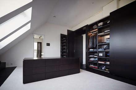 Walk in closet de estilo  por Bauer Schranksysteme GmbH