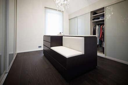Appartment 2: moderne Ankleidezimmer von Bauer Schranksysteme GmbH