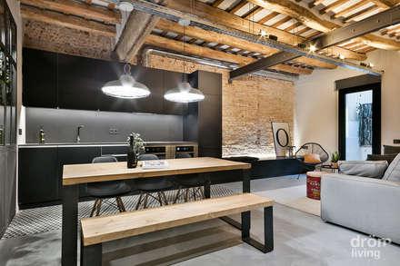 Apartamento en Poblenou: 100% industrial: Comedores de estilo industrial de Dröm Living